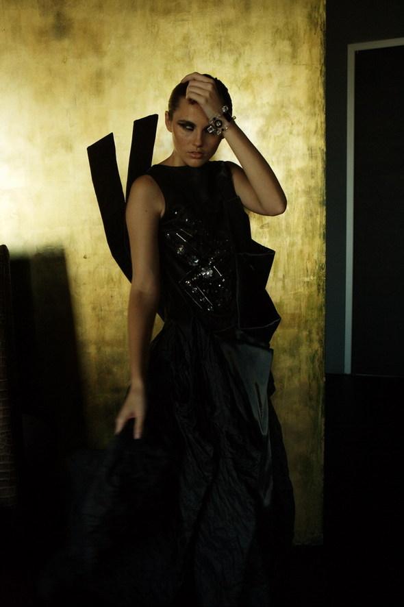 Вечерние платья Лилии Пустовит украшают рождественские витрины вМоскве. Изображение № 4.
