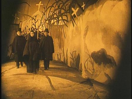 «Кабинет доктора Калигари»Роберт Вине. триллер, 1919. Изображение № 18.
