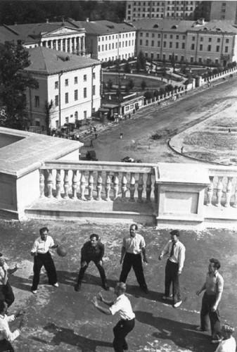 Волейбол на крыше. Изображение № 103.