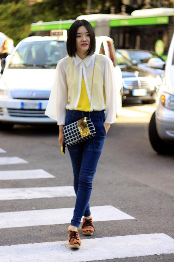 Уличная мода на Milan Fashion Week: день 1. Изображение № 14.