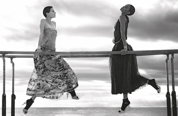 Кампания: Джоан Смоллс и Саския де Брау для Chanel SS 2012. Изображение № 3.