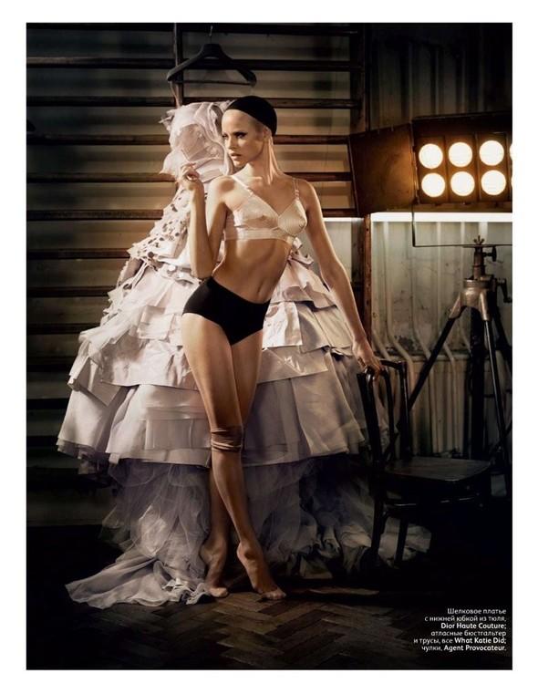 Съёмка: Гинта Лапина для российского Vogue. Изображение № 9.