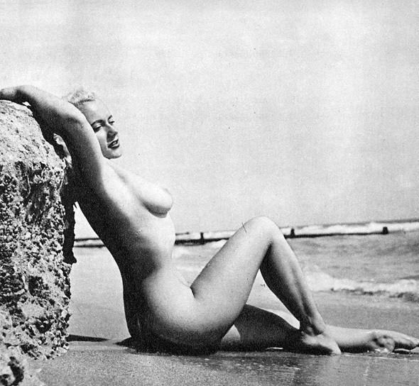 Части тела: Обнаженные женщины на фотографиях 50-60х годов. Изображение № 46.