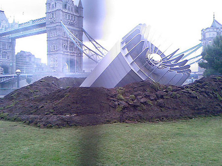 Вцентре Лондона упало НЛО– Великобритания вшоке. Изображение № 3.