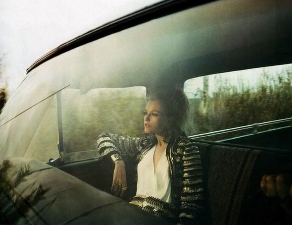 Сьемка: Влада Рослякова для Elle US. Изображение № 5.