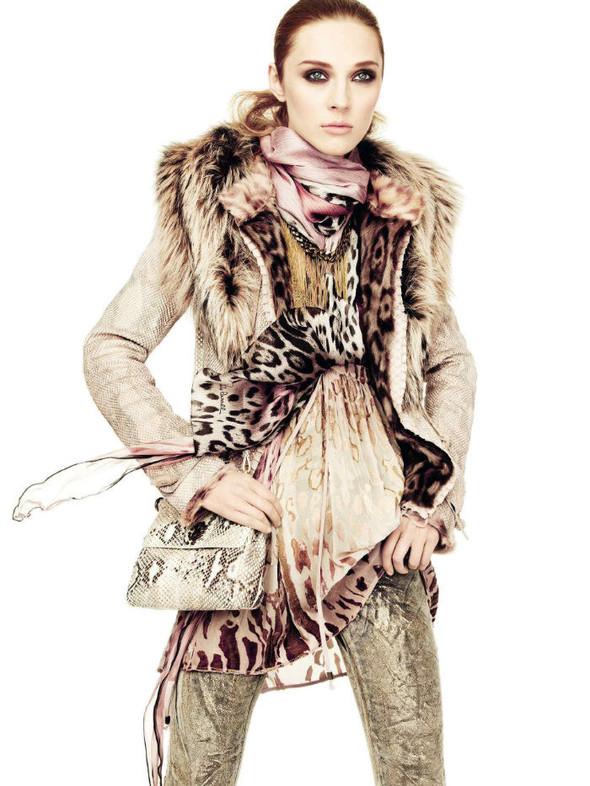 Лукбук: Эмелин Валад и Ольга Шерер для Roberto Cavalli FW 2011. Изображение № 11.