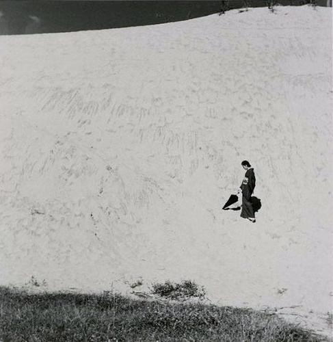 Еще восемь фотографов сюрреалистов. Изображение № 77.