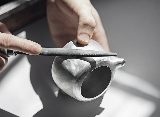 Дизайнер Марк Ньюсон создал серебряный чайный сервиз. Изображение № 16.