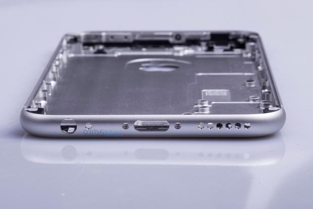 Выложены фото якобы подлинной тыльной стороны iPhone 6s. Изображение № 12.