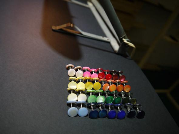 Запонки — перламутровые пуговицы для мужских сорочек. Изображение № 14.