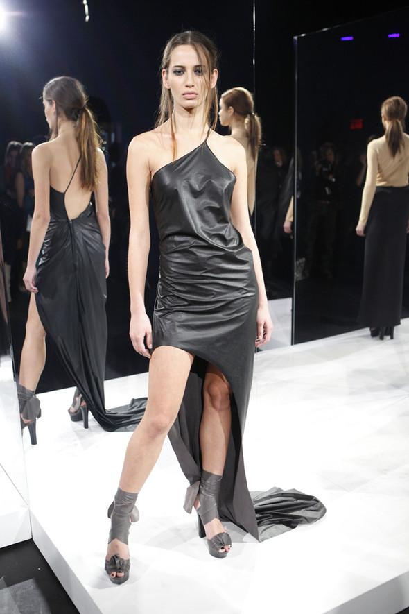 Изображение 16. Кира Пластинина показала новую коллекцию на неделе моды в Нью-Йорке.. Изображение № 16.