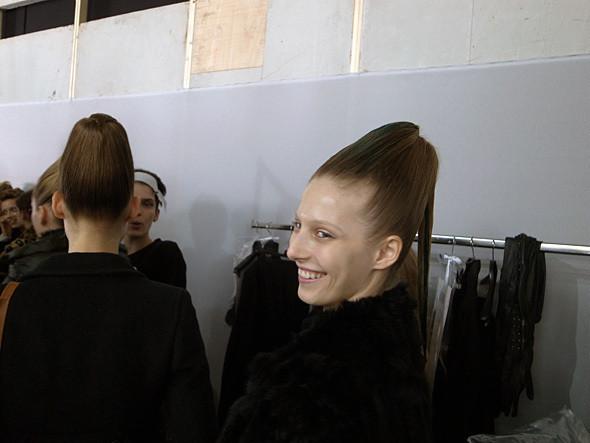 Изображение 2. Paris Fashion Week: два бэкстейджа.. Изображение № 11.