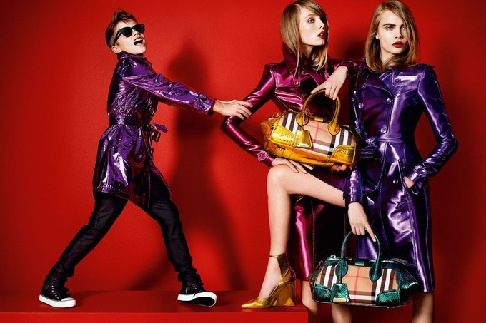 Вышли превью кампаний Burberry, Givenchy и других марок. Изображение № 1.