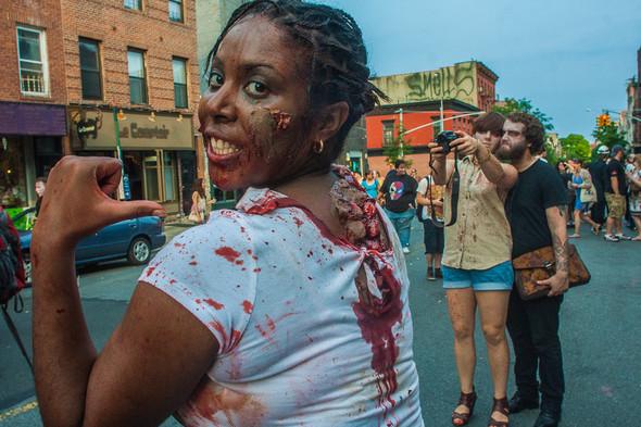 Зомби парад в Нью Йорке. NYC Zombie Crawl.. Изображение № 15.