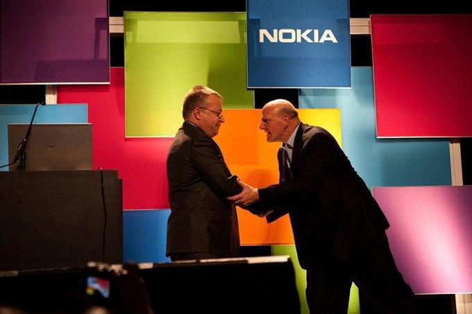 Бывший гендиректор Nokia Стиве Элоп и бывший гендиректор Microsoft Стив Балмер. Изображение № 1.