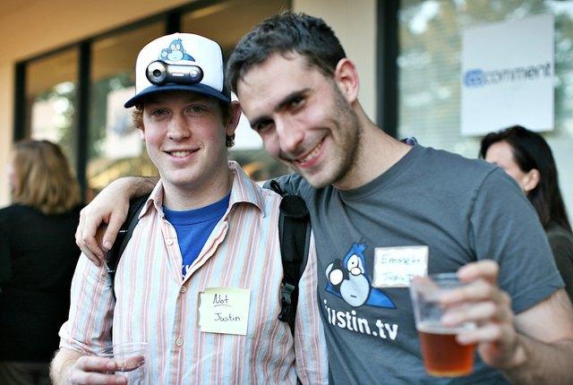 Генеральный директор Twitch Эммет Шир (справа). Изображение № 1.