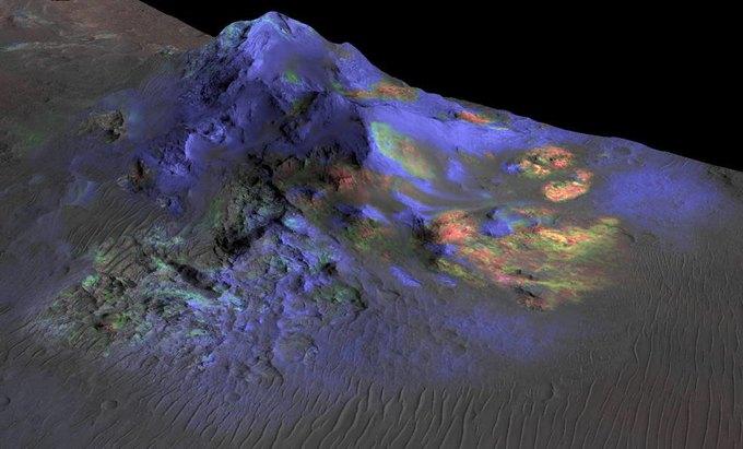 Породы в Марсианском кратере. Стекло отмечено зелёным. Изображение № 1.