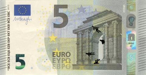 Художник в знак протеста изрисовал банкноты на 3555 евро. Изображение № 47.