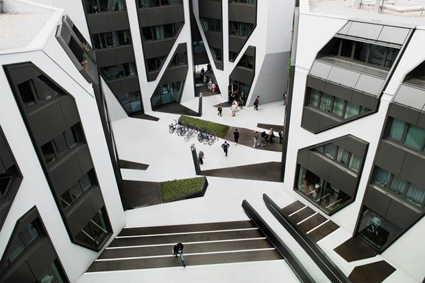 Архитектура дня: чёрно-белый квартал вцентре маленького города. Изображение № 3.