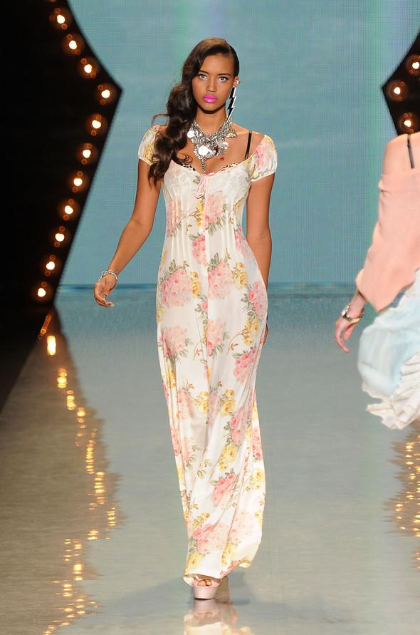 New York Fashion Week: Betsey Johnson Spring 2012. Изображение № 17.
