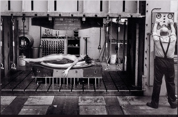 Helmut Newton-гурман женской плоти. Изображение № 31.