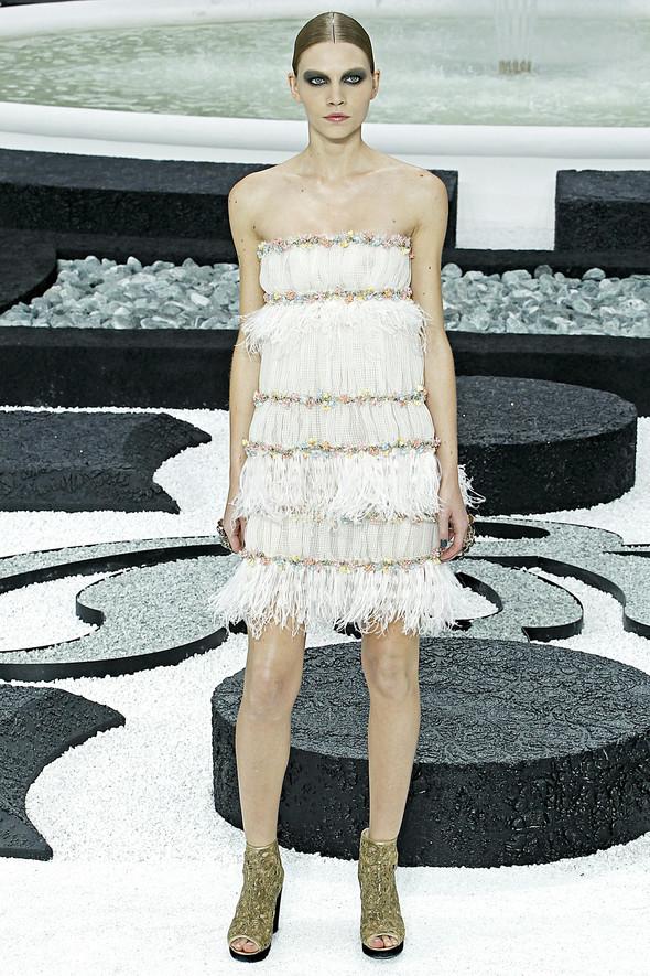 Карл Лагерфельд показал одну из самых красивых коллекций, когда-либо созданных для Chanel. Изображение № 29.