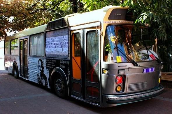 Старый троллейбус превратили в библиотеку. Изображение № 2.
