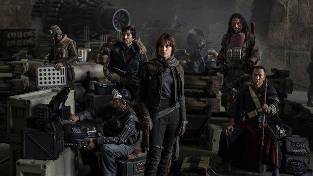 Появилось фото с героями первого спин-оффа «Звёздных войн». Изображение № 1.