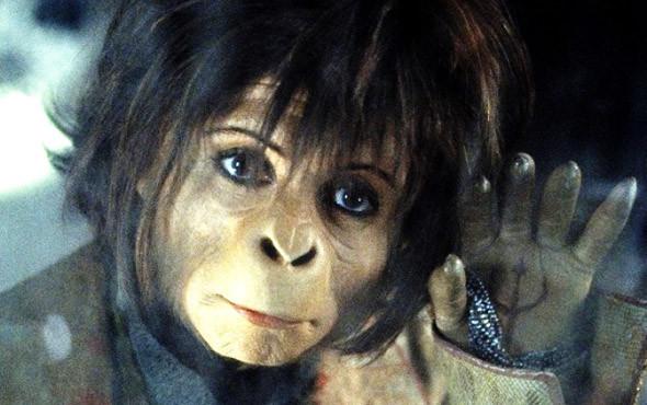 С трудом, но узнаваемая Хелена Бонэм-Картер. «Планета обезьян» 2001. Изображение № 13.