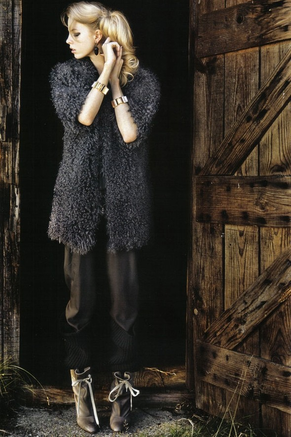 Wild Marie Claire Italy November 2009. Изображение № 2.