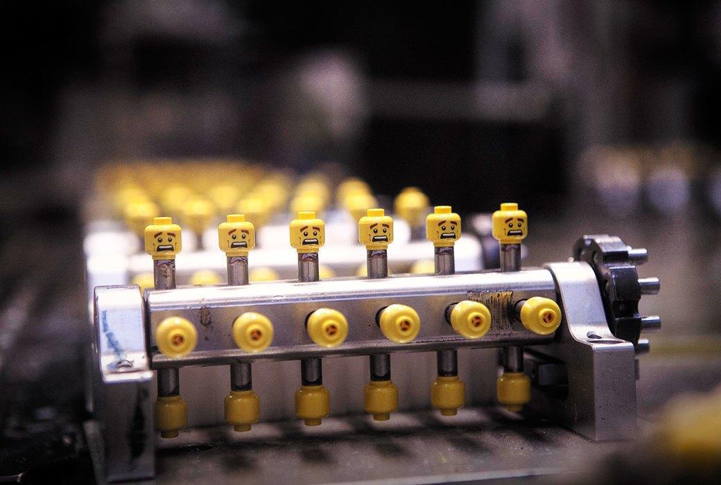 Репортаж с завода LEGO: Столько кубиков вы ещё  не видели. Изображение № 13.