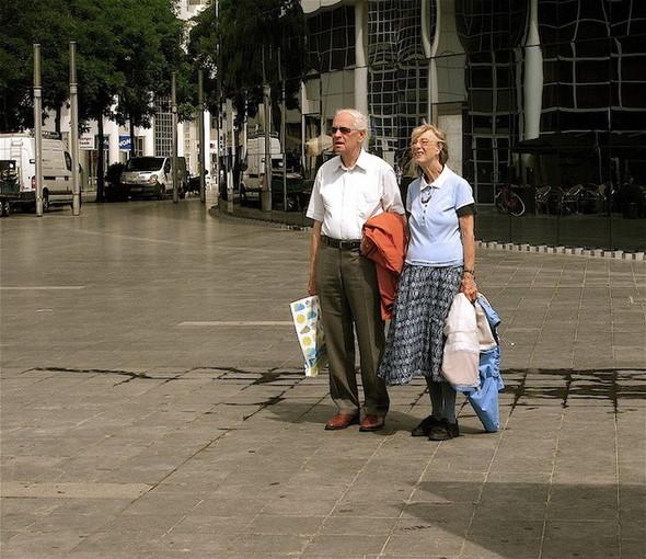 Пожилые влюбленные пары. Изображение № 4.