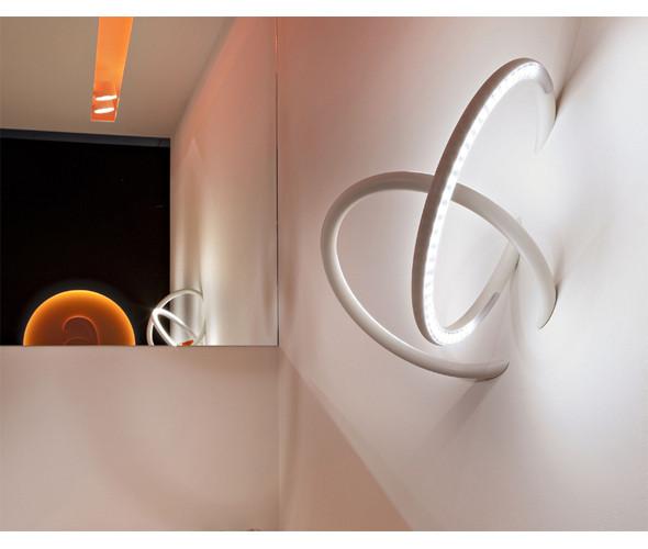 Система освещения «Wallpiercing» (букв. – «пирсинг для стены») от нью-йоркского дизайнера Рона Гилада. Изображение № 6.