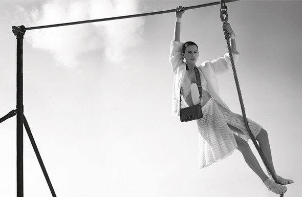 Кампания: Джоан Смоллс и Саския де Брау для Chanel SS 2012. Изображение № 5.