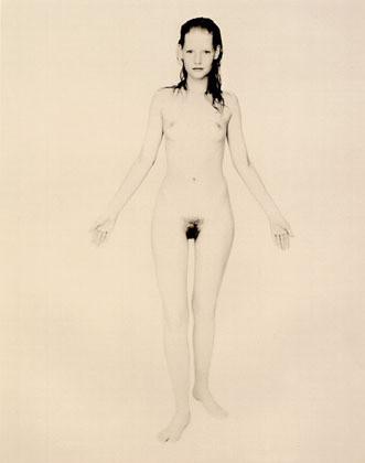 Части тела: Обнаженные женщины на фотографиях 1990-2000-х годов. Изображение №121.