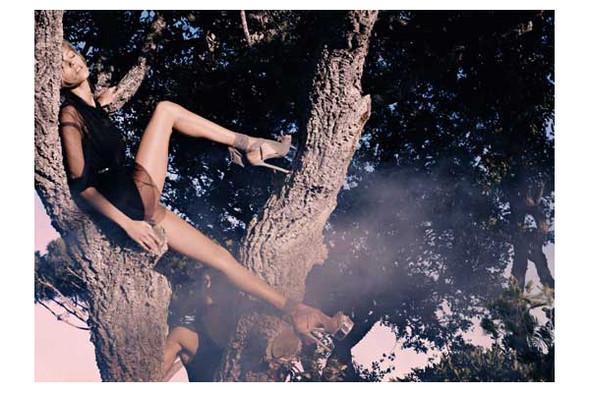 Новые рекламные кампании: Fendi, Mango, McQueen, Hermes. Изображение № 10.