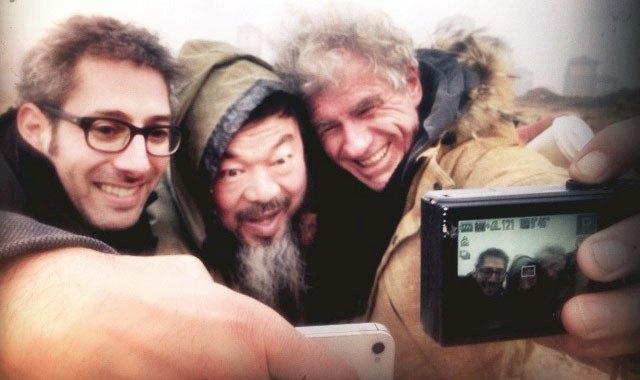 Съёмочная группа делает селфи с Ай Вэйвэем. Изображение № 7.