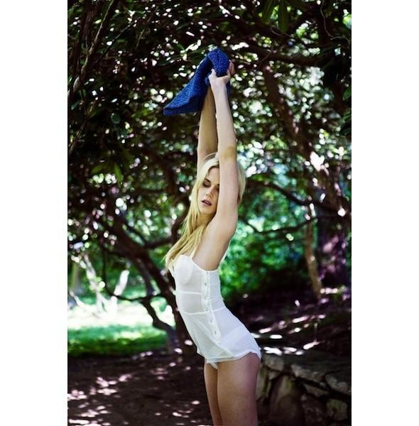 5 новых съемок: Dossier, Elle, V и Vogue. Изображение № 9.