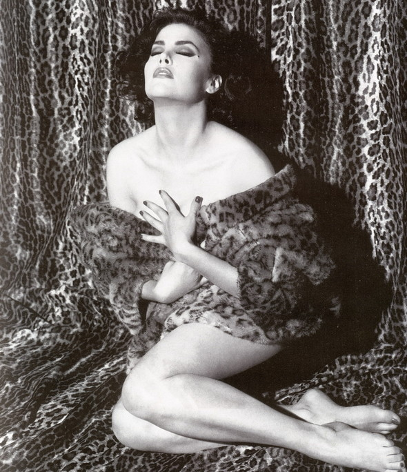 Архивная съёмка: Шерилин Фенн для кампании Dolce & Gabbana FW 1991. Изображение № 1.