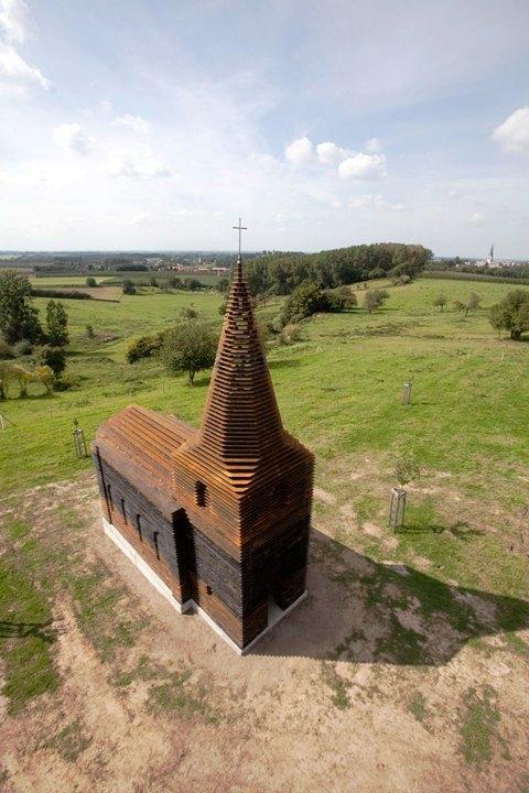 Фото: церковь, которая становится прозрачной . Изображение № 3.