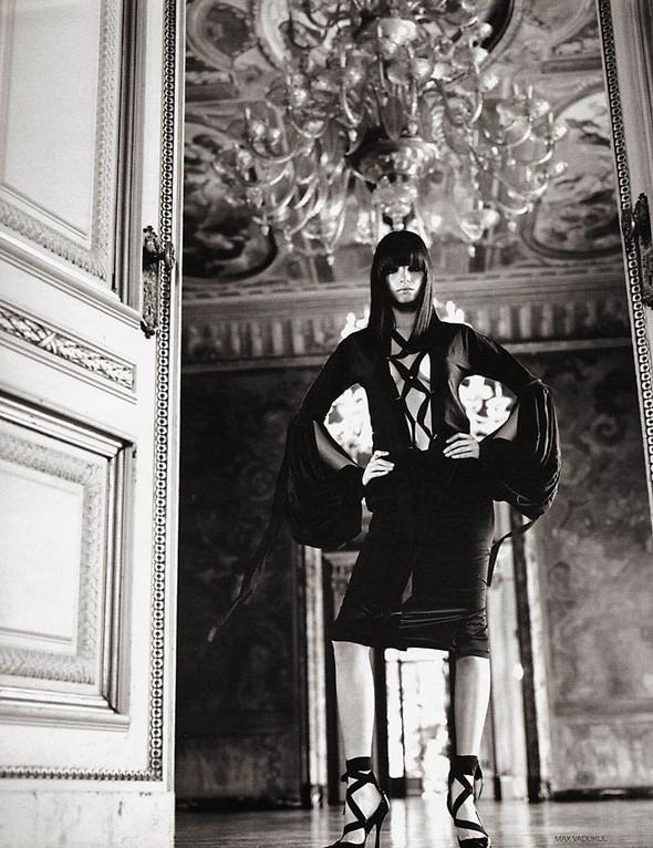 Архивная съёмка: Макс Вадукул для российского Vogue, 2002. Изображение № 2.