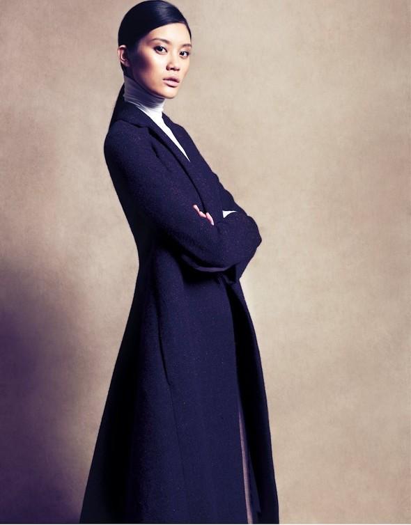 Съёмка: Сунь Фэй Фэй и Мин Си в Celine для Vogue. Изображение № 4.