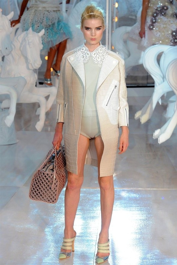 Неделя моды в Париже: Louis Vuitton весна 2012. Изображение № 29.
