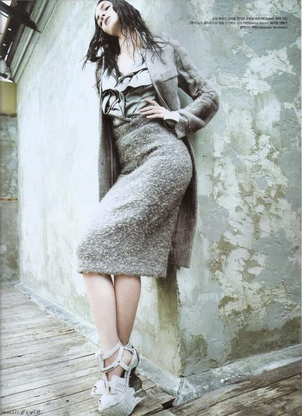 Съёмка: Мариакарла Босконо для корейского Vogue. Изображение № 5.