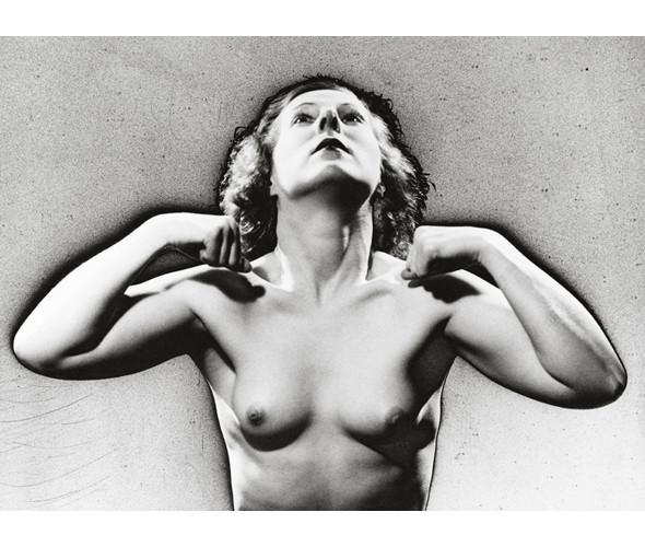 Части тела: Обнаженные женщины на винтажных фотографиях. Изображение № 62.