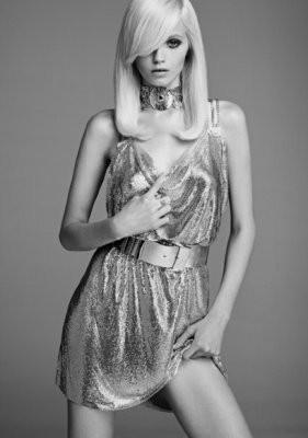 Эбби Ли Кершо в лукбуке Versace for H&M. Изображение № 9.