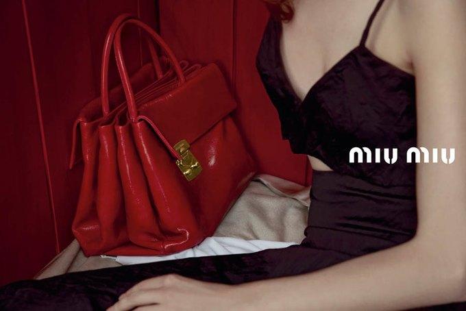 Max Mara, Prada и другие марки выпустили новые кампании. Изображение № 49.