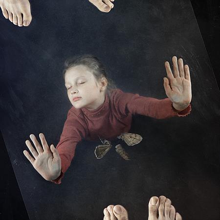 Метафоричный мирпитерского фотографа Богдана Звира. Изображение № 1.