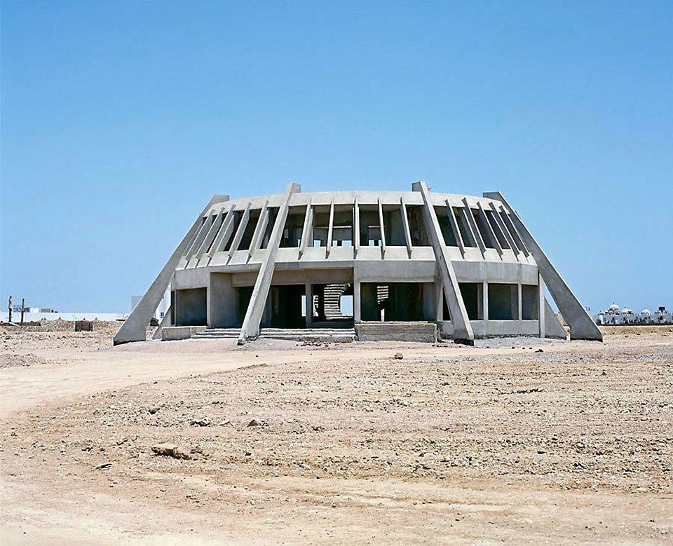 Что осталось от роскошных гостиниц в египетской пустыне. Изображение № 1.