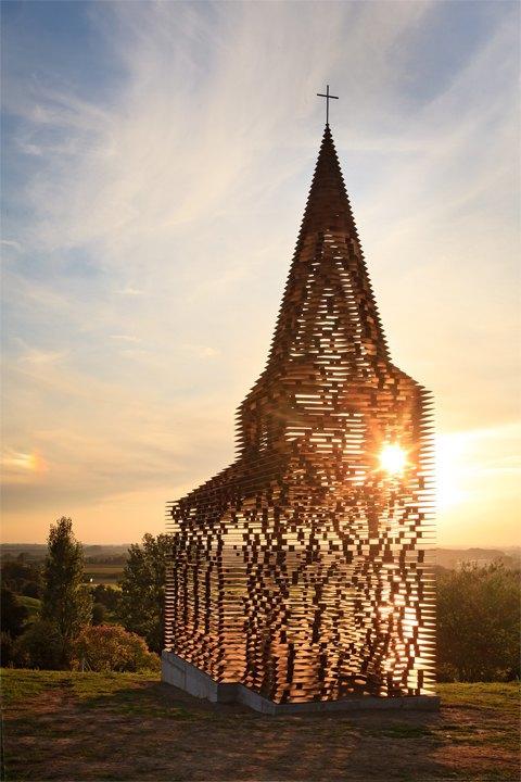 Фото: церковь, которая становится прозрачной . Изображение № 4.